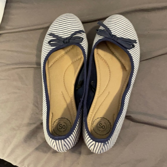 Gently used wire and navy flats